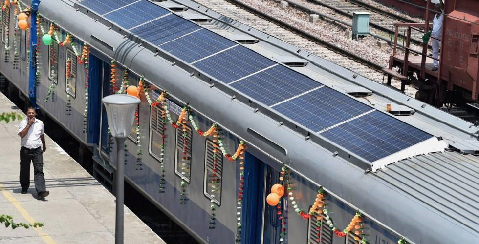 Uno de los trenes indios DEMU, híbrido de diésel y energía solar. (Fuente: The Hindu)